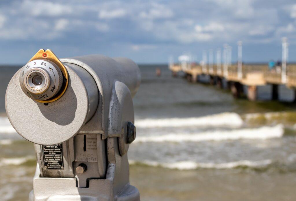 Binoculars Telescope Watch Beach  - analogicus / Pixabay